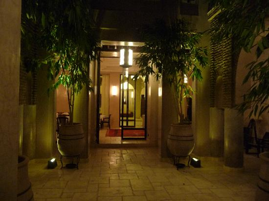 Villa Makassar: cour intérieur et salon