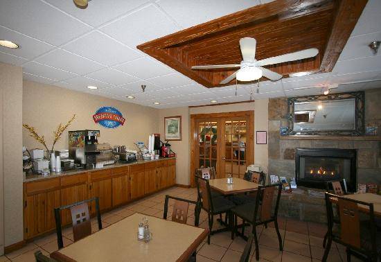 Baymont Inn & Suites Kodak Near Sevierville: Baymont Breakfast Corner