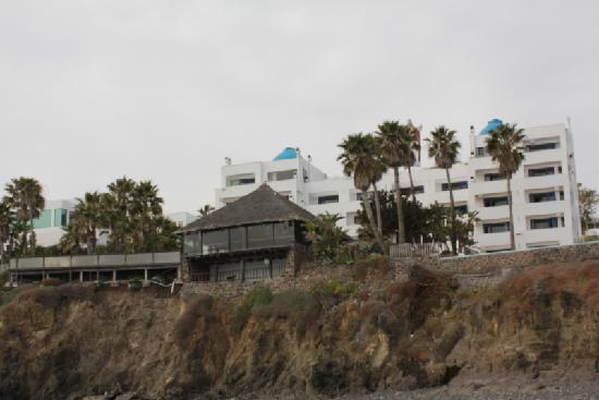 Las Rocas Resort & Spa: View of the hotel from the beach