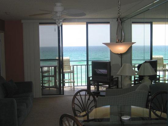 Nautilus Condominium: living room