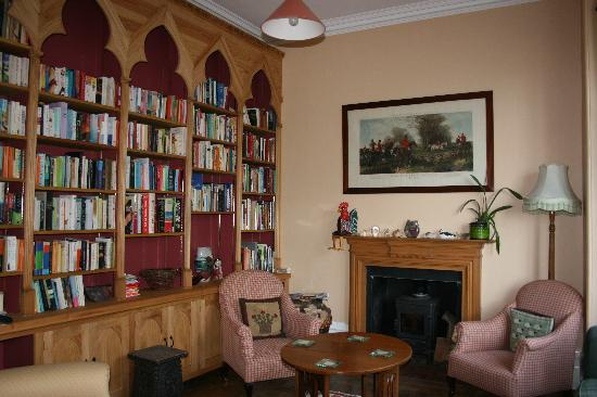 Glen Lodge: Library for guests' use