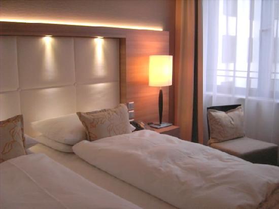 Ramada Hotel Berlin-Alexanderplatz: Teilansicht Zimmer 505