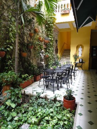 Casa La Fe - a Kali Hotel: Jardin interior