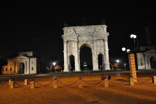 Milano in der Nacht