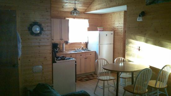 Maple Lodge Cabins and Motel: Cozy charm