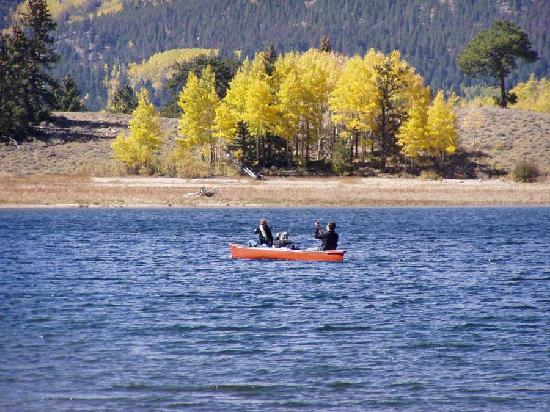 A Wolf Den B & B: Canoe on Twin Lakes and Forebay Lake