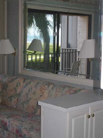 Seaside Villas Resort: mirror view inside condo
