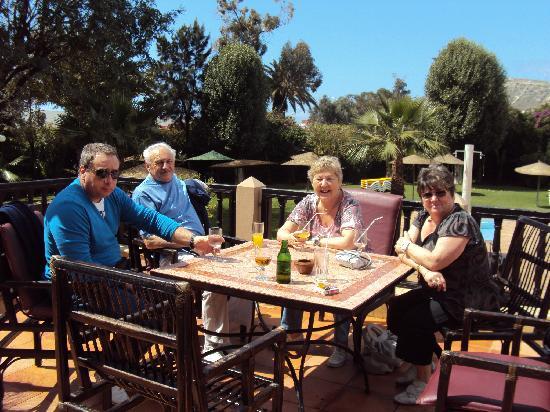 Oasis Hotel Agadir : terrasse dans un écrin de verdure