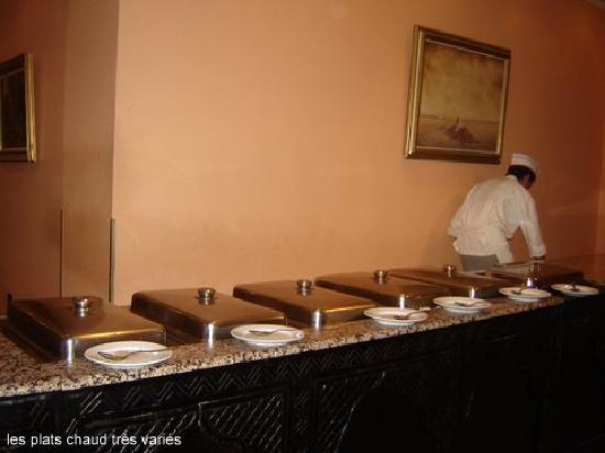 Oasis Hotel Agadir : buffet chaud trés chaud même les frites