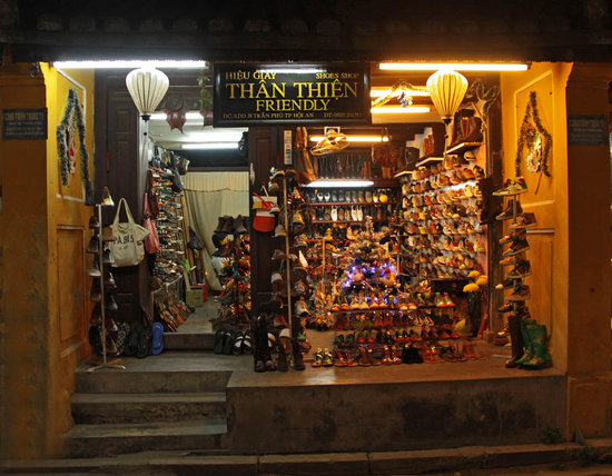 Friendly Shoe Shop: Friendly shop (Outside)