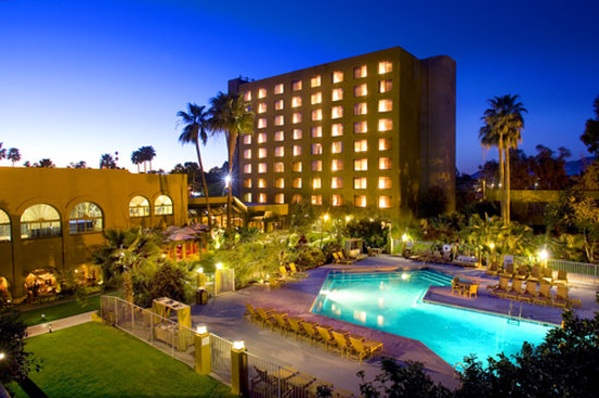 Doubletree by Hilton Tucson - Reid Park: Swimming Pool and Courtyard
