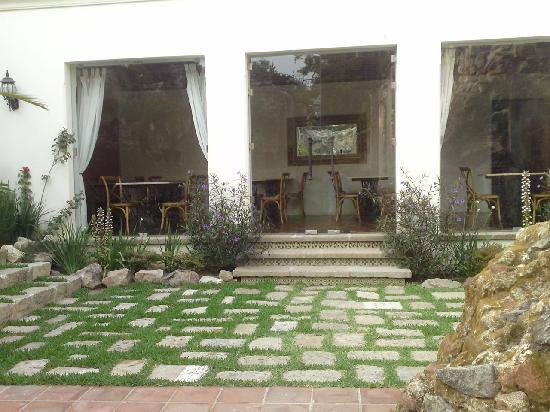 Hotel Cirilo: Restaurant from Garden Area