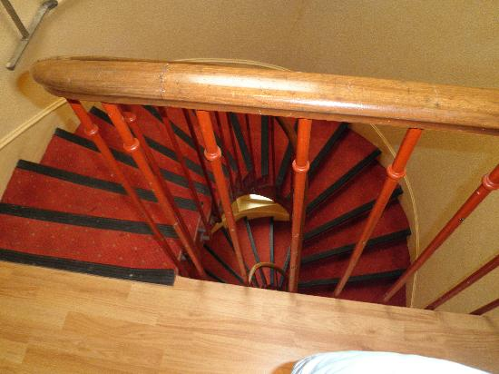 Hotel Lebron : лестница