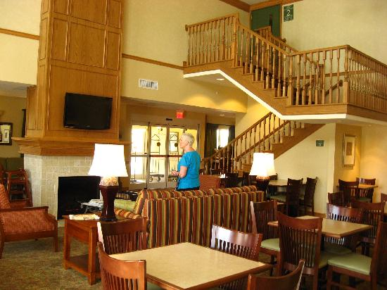Country Inn & Suites By Carlson, Covington, LA: Fruehstuecksbereich