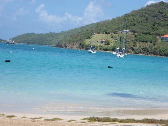 Tamarind Beach Hotel & Yacht Club: Beach at hotel-fantastic!