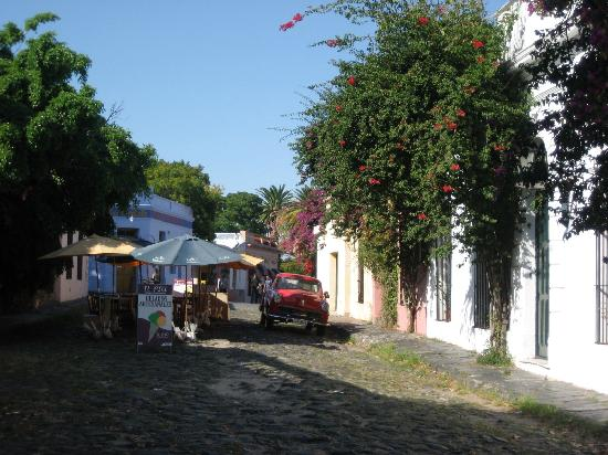 ‪‪Colonia del Sacramento‬, أوروجواي: cafes on cobble stone streets‬