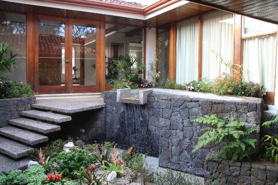 Terrazas de Golf Boutique Hotel: Central courtyard garden waterfall