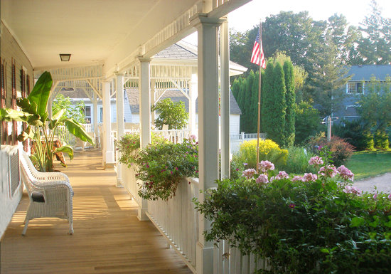 Mermaid Inn of Mystic: Enjoy river views from the wraparound porch and gazebo