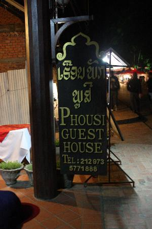 Phousi Guesthouse: Entrance sign