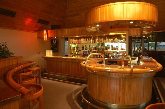 Auto Lodge Motor Inn: Juliana's Bar