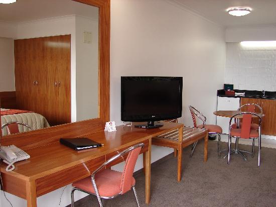 Auto Lodge Motor Inn: Superior Room with Kitchen
