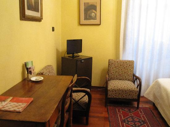 Locanda Borgonuovo B&B: Our room