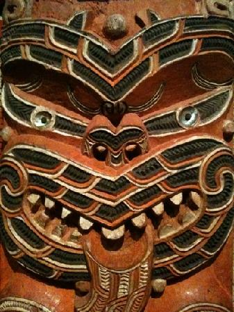 Toru Tours : Auckland museum