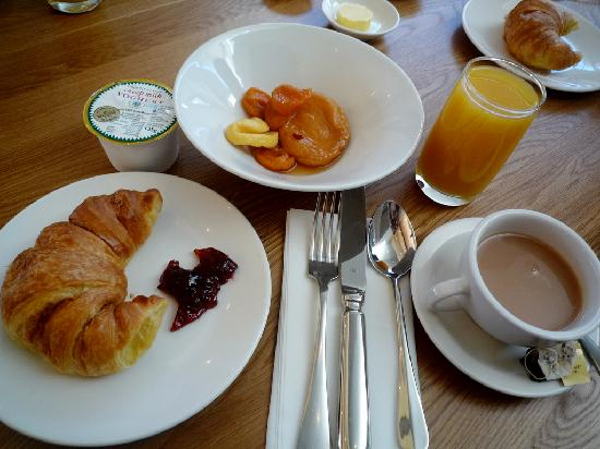 City Centre Hotel: Breakfast with drink