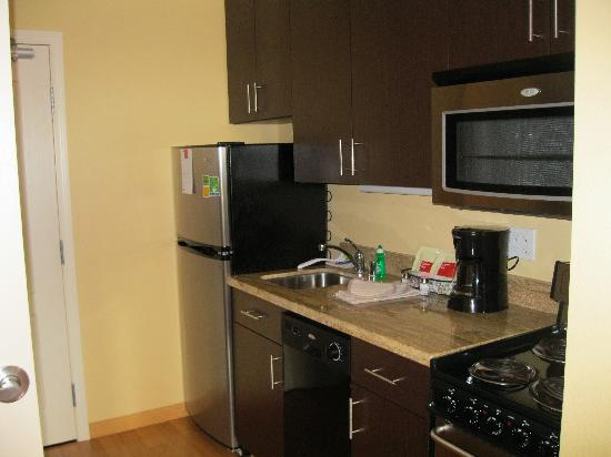 TownePlace Suites Sacramento Roseville: Nice kitchen