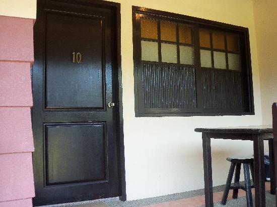 Bahia de Baler: veranda outside our room where we had breakfast