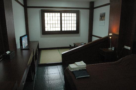 Kashiwaya Ryokan: 部屋の内部に狭いながら畳のスペースがあり、落ち着きます。