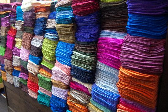 Chatuchak Weekend Market: silk scarves on sale
