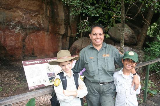 Kakadu Culture Camp : Jenny and the kids on tour