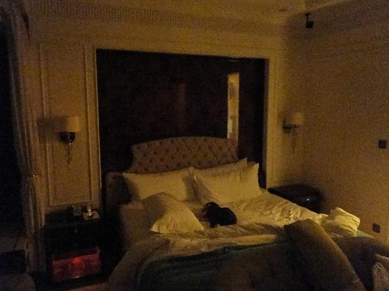 The St. Regis Singapore: bed with my toddler sleeping