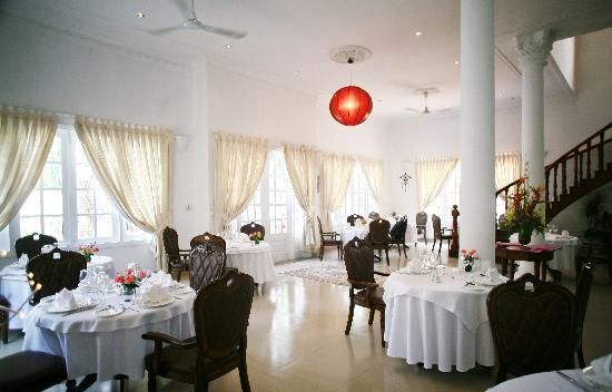 La Villa French Restaurant : Dining Room 2