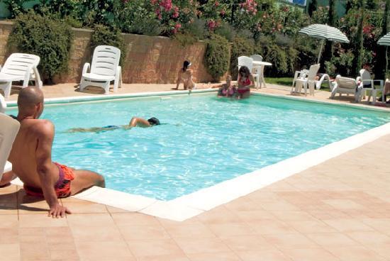Hotel Semifonte: Piscina esterna relax in estate