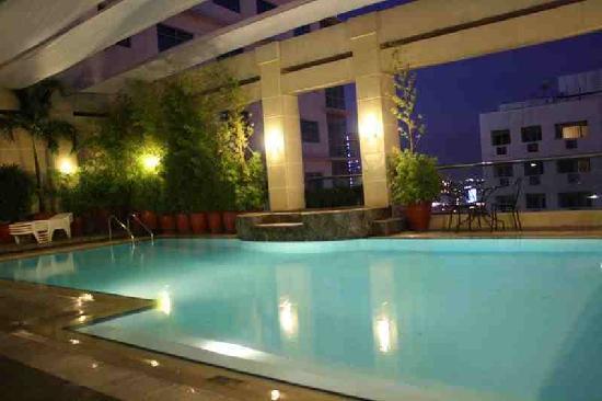 City Garden Hotel Makati: Swimming Pool