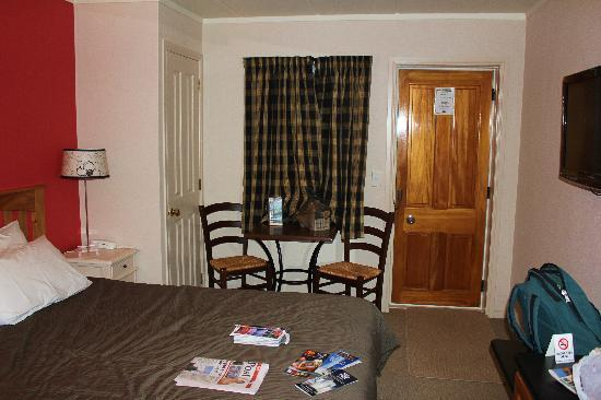 Victoria Lodge: The room (with our rubbish everywhere)