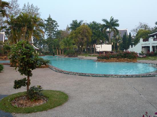 Wiang Indra Riverside Resort: Piscine