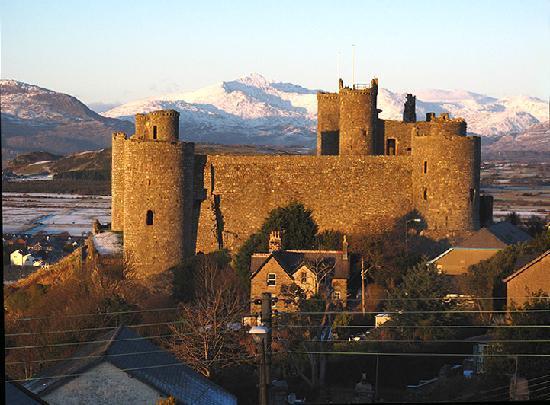 Maelgwyn House Bed & Breakfast: Harlech Castle from Maelgwyn