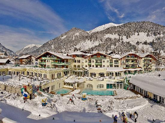 ‪‪Leading Family Hotel & Resort Alpenrose‬: Hausbild Winter‬