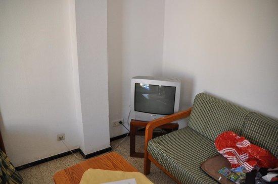 Apartamentos Brisamar Canteras: TV-set in strange position.