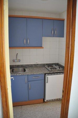 Apartamentos Brisamar Canteras: Kitchen.