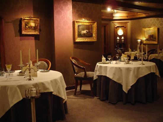 Hostellerie La Cheneaudiere - Relais & Chateaux: Une des salles du restaurant