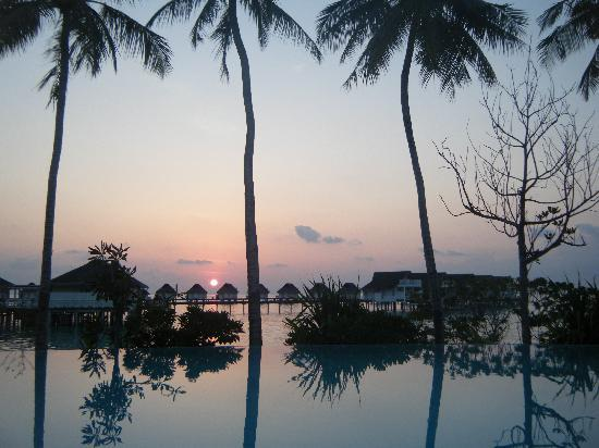 Centara Grand Island Resort & Spa Maldives: Sunset from Island Club Pool