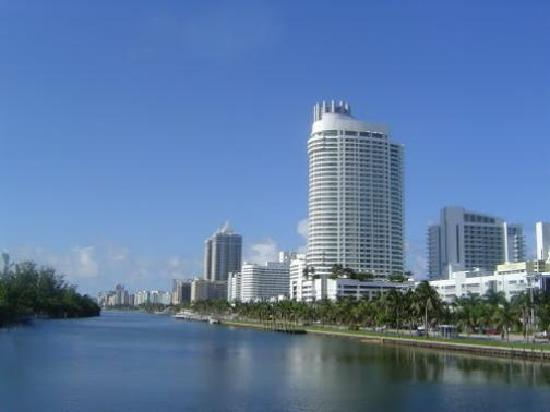 Ocean Spray Beach Hotel: Entrando a Miami Beach N.E