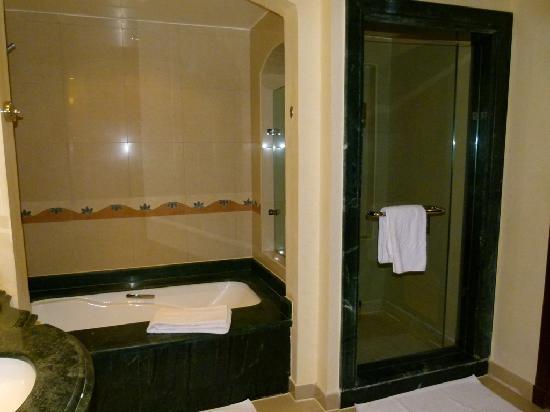 Sensimar Premier Le Reve: Bath and shower