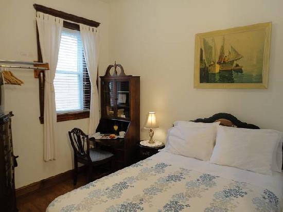 American Guest House: Room 304