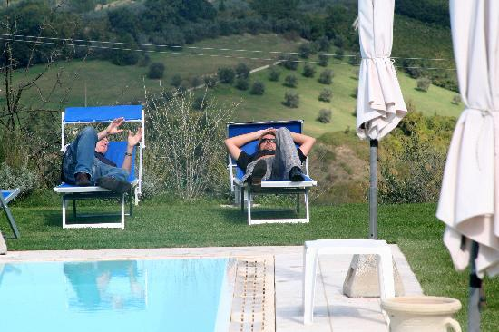 B&B Ponte a Nappo: Relaxing by the pool