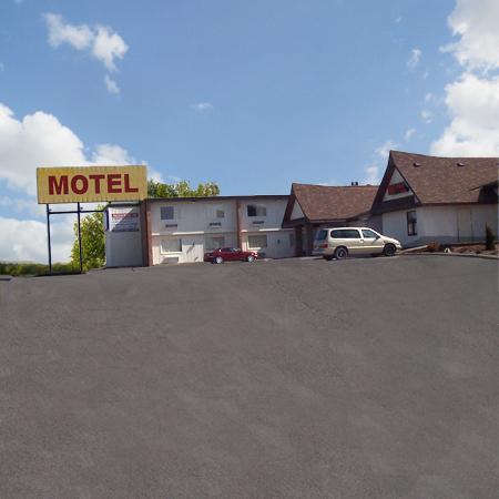 Days Inn West Branch Iowa City Area: Entrance